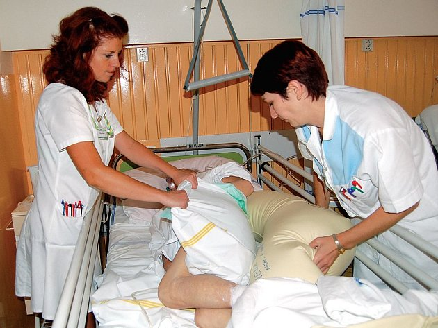 Bez úhrad? Pacienti v krajské nemocnici (Karlových Varech, Chebu a v Sokolově) by mohli za ošetření a pobyt v nemocnici od příštího roku ušetřit. Jakým způsobem, o tom kraj intenzivně jedná.