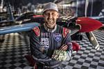 Karlovarský pilot Petr Kopfstein řádně rozčeřil vody nebeské F1, tedy světové série Red Bull Air Race, kde v Masters Class obsadil ve své druhé sezoně mezi leteckou světovou špičkou skvělé páté místo.