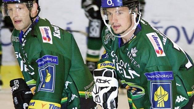 Dva marodi. Jiří Hanzlík (vlevo) si ještě nějakou dobu nezahraje. Za to Milan Hluchý po necelých třech měsících dnes ano.