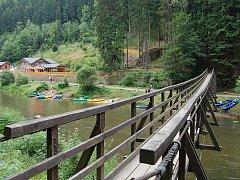Ohře v okolí Svatošských skal. Ohře je v současnosti zřejmě jedničkou pro vodáky v Česku.