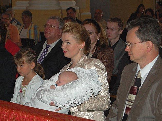 Primátorka města nechala pokřtít syna.