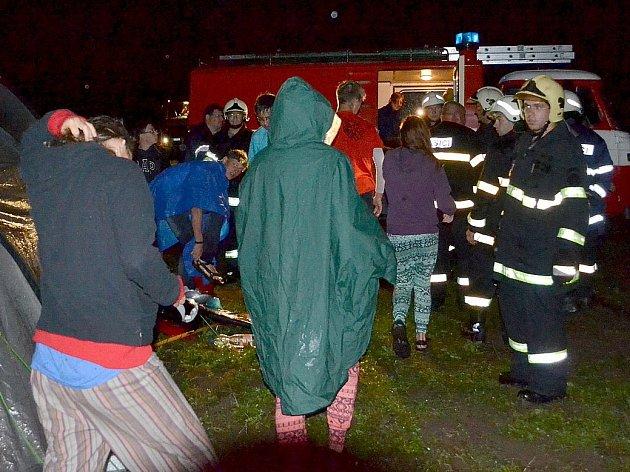 Hasiči evakuovali tábor mladých vodáků ve Vojkovicích.