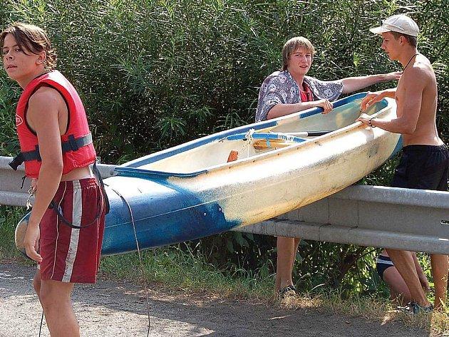 Karlovarské Poohří je v posledních letech doslova přeplněno vodáky.
