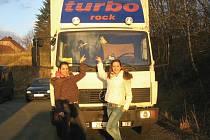 PŘED LEGENDAMI. Patnáctileté zpěvačky Eliška Opatrná a Sabina Slatinská mají za sebou i společný koncert s legendární poprockovou skupinou Turbo.