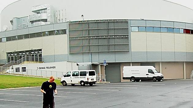 """Multifunkční KV Arena se městu pěkně prodražuje. Kromě pokut od antimonopolního úřadu teď hrozí další od """"berňáku""""."""