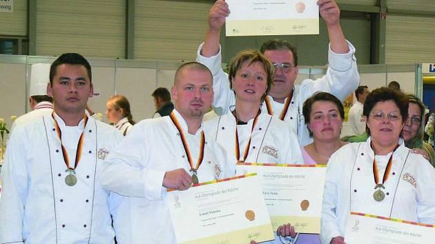 Třetí na kuchařské olympiádě v německém Erfurtu skončil tým kuchařů z karlovarského hotelu Carlsbad Plaza.