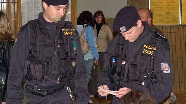 Horní nádraží je nejen pod drobnohledem strážníků, ale i státních policistů.