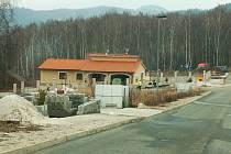 Nová výstavba v Jenišově. Jenišov za poslední léta zažívá doslova stavební boom.