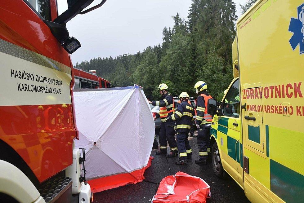 Tragická nehoda na silnici I/6 v úseku U Střelnice.