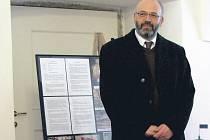Odvolán. Roman Procházka, bývalý ředitel Národního památkového ústavu v Lokti, se vlastně nedopustil ničeho. Přesto byl odvolán. Důvody nesdělil ani on, ani jeho nadřízení.