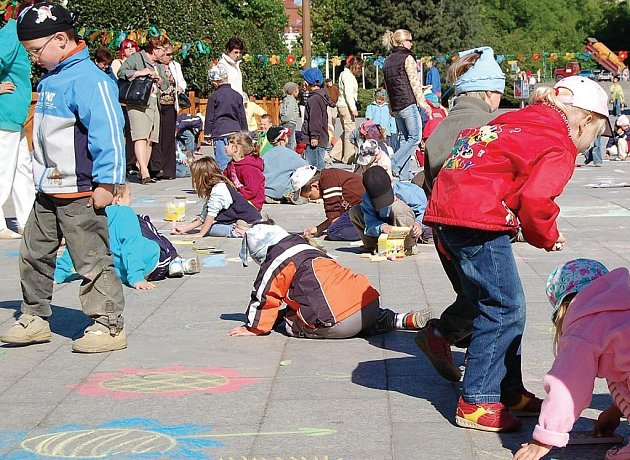 Malování na chodníky je dnes ofociální název této akce.