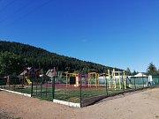 Nové dětské hřiště vzniklo v Hroznětíne. Do jeho podoby takříkajíc mluvily i maminky.