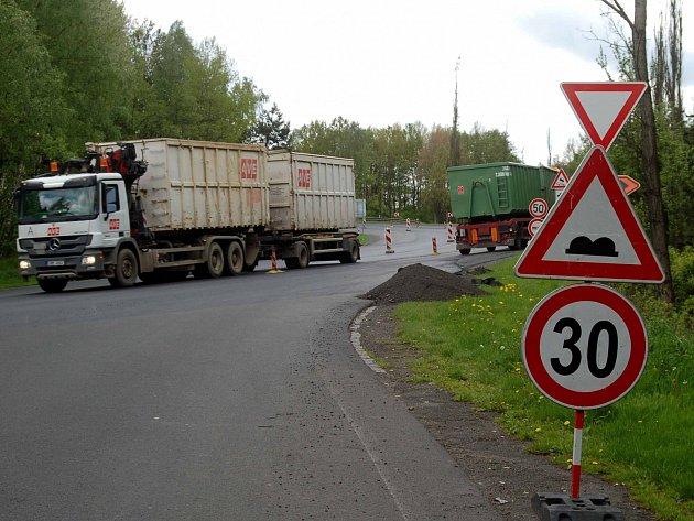Oprava silnice I/6 k Olšovým Vratům.
