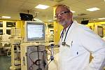 Na důležitost prevence upozorňuje i primář dialyzačního střediska v Sokolově Jiří Vlasák (na snímku).