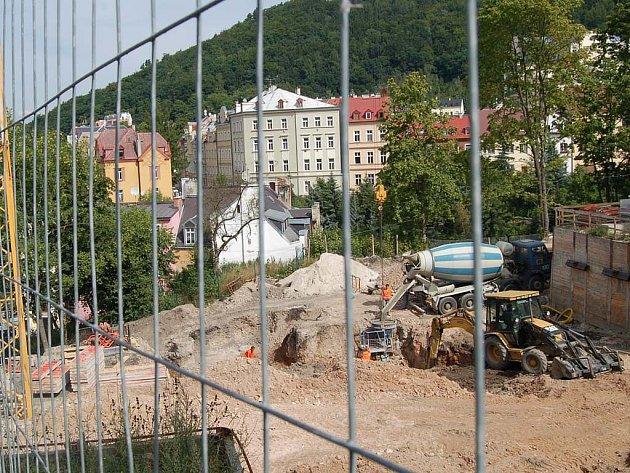 Plánovaná stavba moderní Královské vyhlídky se Karlovarákům nelíbí.