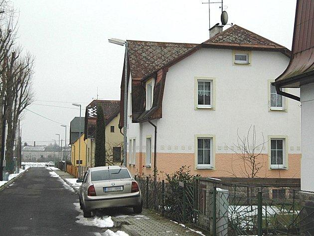 V tomto domě v Hroznětíně žila Jana B. s druhem Rudolfem Havlíkem.