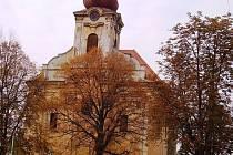 OBNOVA OHROŽENA. Nebýt sdružení, kostel svaté Anny by chátral dál. S pomocí města ale zatím počítat nemůže.