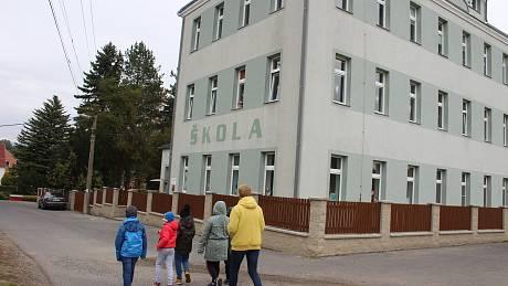 Základní školu v Božičanech navštěvuje jen čtrnáct dětí.