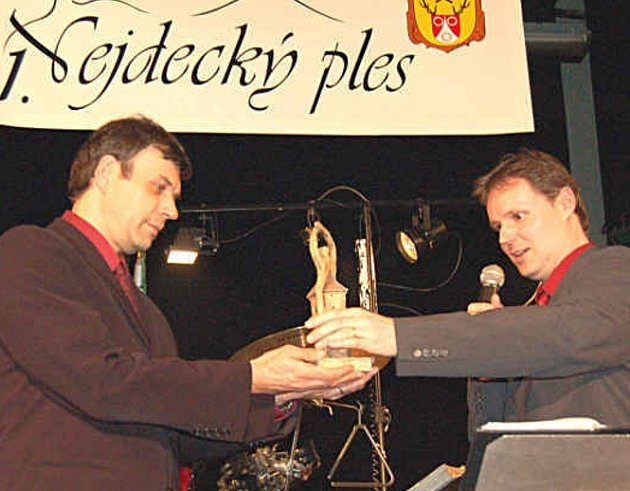 SLAVNÝ HEREC. Jednou z osobností, která pochází z Nejdecka, je i herec Petr Rychlý (na snímku vlevo).