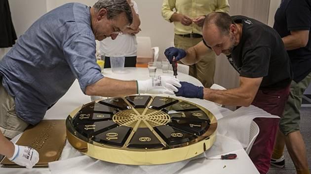 Nové nástěnné hodiny Grandhotelu Pupp jsou dílem společnosti Bohematic ve spolupráci se sklárnou Moser.