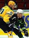 Hokejisté karlovarské Energie (v zeleném) hostili Vsetín.