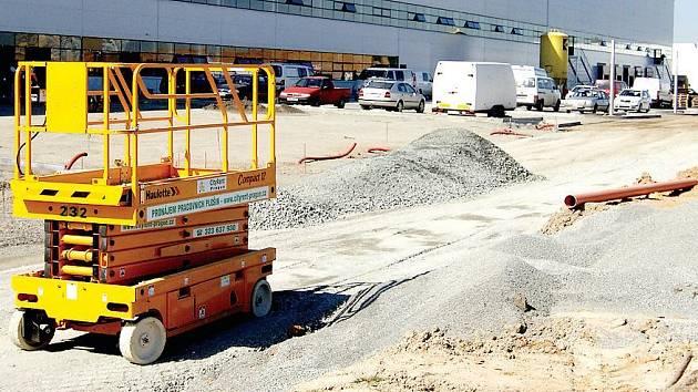BORSKÁ POLE KVETOU. V průmyslové zóně na Borských polích v Plzni se rozrůstá CTPark. Ještě tento měsíc by měly být uvedeny do provozu další dvě haly.