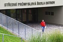 Střední průmyslová škola v Ostrově dostala pokutu od antimonopolního úřadu.