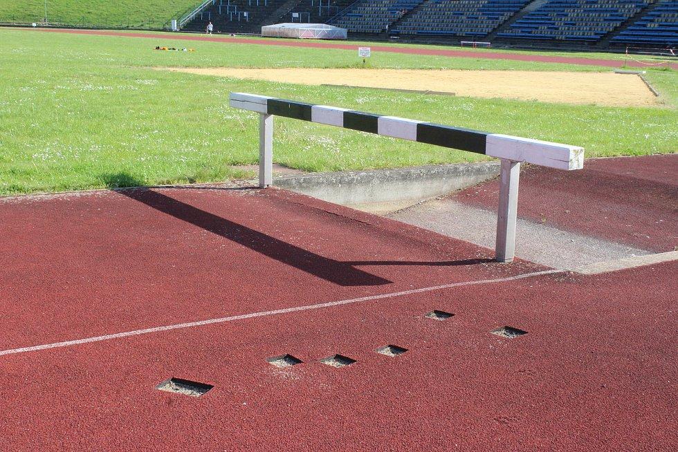Areál AC Startu nutně potřebuje modernizaci. Tribuny si o to volají ale už mnoho let.