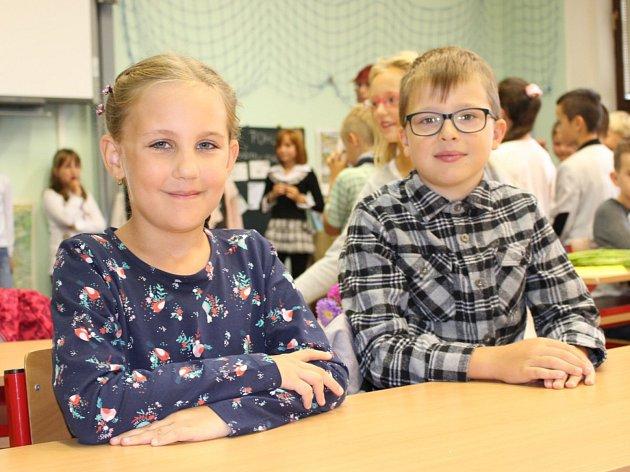 V Karlovarském kraji začal nový školní rok. Zaznamenali jsme zahájení školního roku v základních školách v Dolním Žandově, Lokti a před ZŠ Dukelská v Karlových Varech.