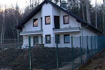 DOKONČUJE STAVBU. Spory ohledně domu v rezervaci nezabránily, aby Jan Košinár pokračoval ve stavbě domu.