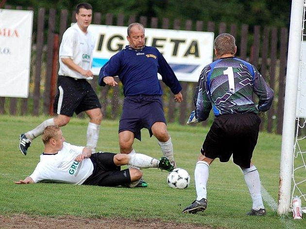 Pernink jako jediný tým okresního přeboru neztratil v podzimní části ani bod. Tentokrát porazil po bojovném výkonu šťastným gólem mužstvo Doubí 2:1.