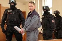 Před odvolacím senátem Vrchního soudu v Praze stanul 2. 12. 2009 Robert Tempel, někdejší známá postava západočeského podsvětí, proslulá pod přezdívkou Psycho.
