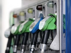 Ceny pohonných hmot se příliš nemění a motoristům radost nedělají.