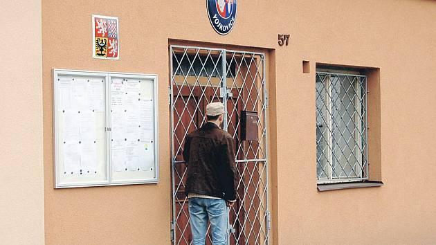 Obecní úřad ve Vojkovicích měl být místem, kde se manipulovalo s hlasy. Starosta to odmítá a veřejnost tomu také nevěří, ale místopředsedkyně volební komise trvá na svém.