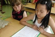 Kdy ze školy? Letošní 30. červen připadá na úterý, řada škol bude ale vysvědčení rozdávat už 26. června. (Ilustrační foto.)