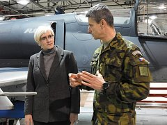 Ministryně obrany Karla Šlechtová potvrdila, že se škola v Sokolově otevře.