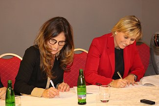 Zástupci Hnutí ANO 2011, Karlovaráků a ODS podepsali koaliční smlouvu.