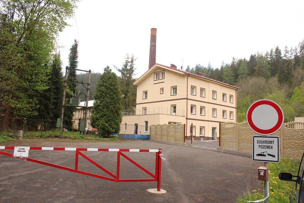 Areál porcelánky v Březové.