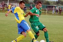 Ve finále novorolského letního turnaje si poradili dorostenci sokolovského Baníku (v zeleném) s exdivizním Spartakem Chodov (v modrožlutém) 3:0, a tím tak rozhodli o celkovém vítězství na tomto turnaji.