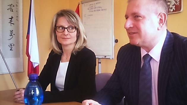 Hejtman Martin Havel a nová ředitelka Krajského úřadu Karlovarského kraje Martina Vránová.