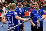 Florbal Chodov (v modrém) ovládl v hale míčových sportů Finále Českého poháru žen.