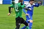 FK Nejdek (v modrém) slavil sté výročí duelem s karlovarskou Energií, remízou 8:8.