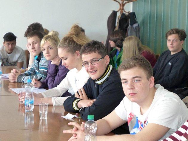 Karlovarský Studentský parlament se rozšířil o zástupce z Prvního českého gymnázia