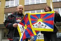 Vlajka pro Tibet v Karlových Varech.