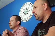 Policisté měli v boji proti drogám úspěšný týden. Na snímku (zprava) šéf protidrogového týmu Krystal Miroslav Gonos a vedoucí 1. oddělení obecné kriminality Jaroslav Severa
