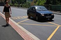 Motoristé se po mnoha letech konečně dočkali opravené silnice.