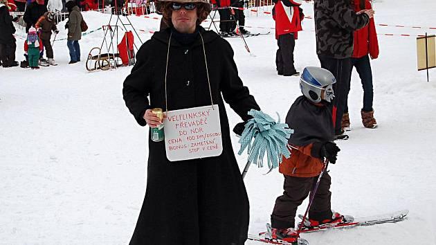 Tradiční maškarní rej na lyžích se v sobotu uskutečnil v lyžařském areálu Velflink v Perninku.