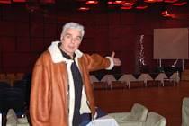 Ačkoli byl Zdeněk Dojkov skutečně otřesený ze zrušení turnaje v pokeru, prý to zkusí znovu a turnaj uspořádá se vším všudy. V sále za ním mělo hrát přes dvě stě lidí.