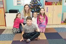 Prvňáčci ze Základní školy v Božičanech s paní učitelkou Martinou Snopkovou. Příště představíme prvňáčky ze Základní školy v Chyších.