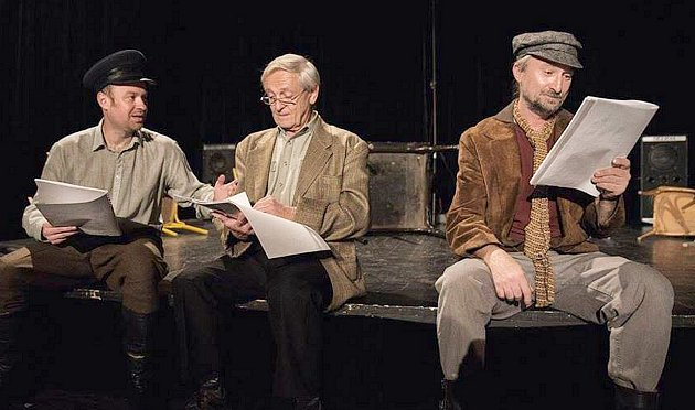 Petr Richter (uprostřed) vyprávěl Deníku o svým divadelních začátcích.